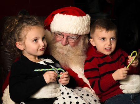 santa-with-kids-wikimedia-commons