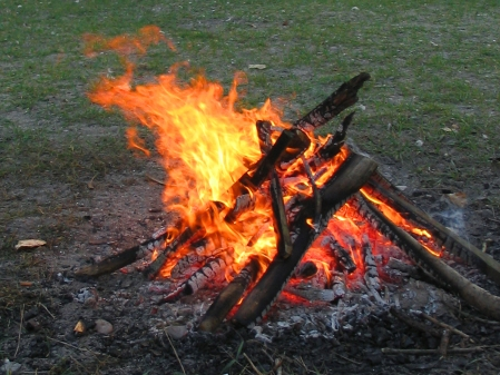 campfire - wikipedia commons